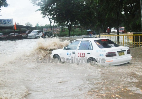 Without adequate drainage, Cebu City residents know that streetfloods like this one that hit the North Reclamation Area will recur during the rainy season.